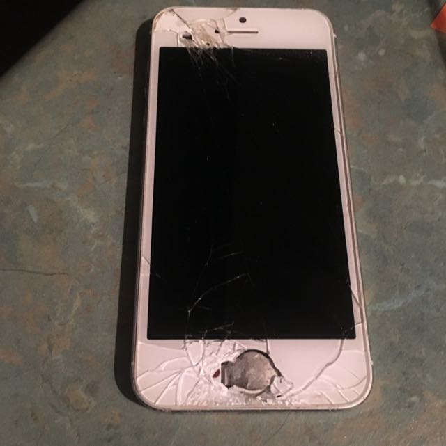 *Not Working* IPhone 5 White