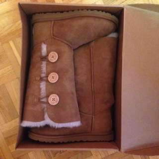 Size 6 Ugg Boots