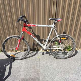 Giant Yukon Mountain Bike 62cm Shimano Deore Gearing. Grab a Bargain