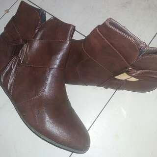 B-club Ankle Boots