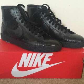 Nike Hightstops Size 9.5