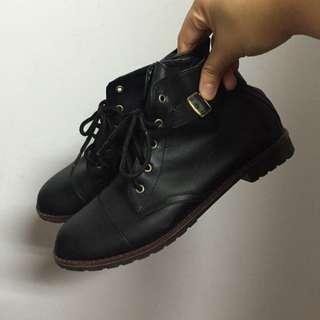 黑色 綁帶 皮靴 24.5