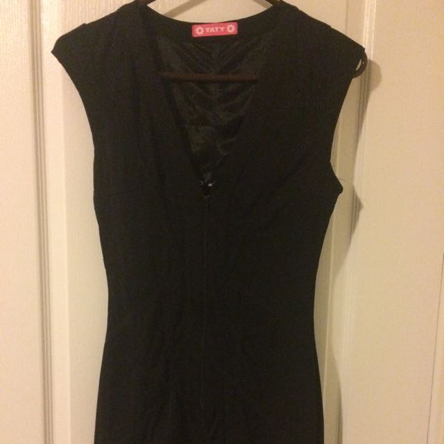Black Body Con Style Dress From Beyond The Rack