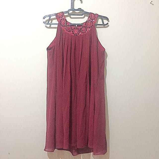 Dress Merah Maroon