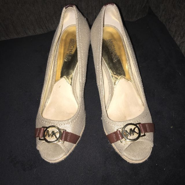 MK Great Condition Size 7