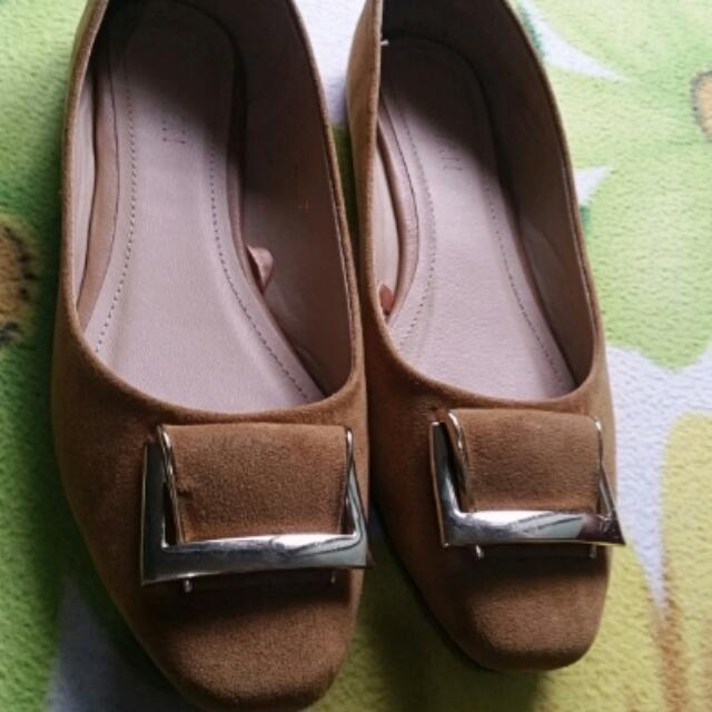Parisian Flat Brown Shoes With Bucle
