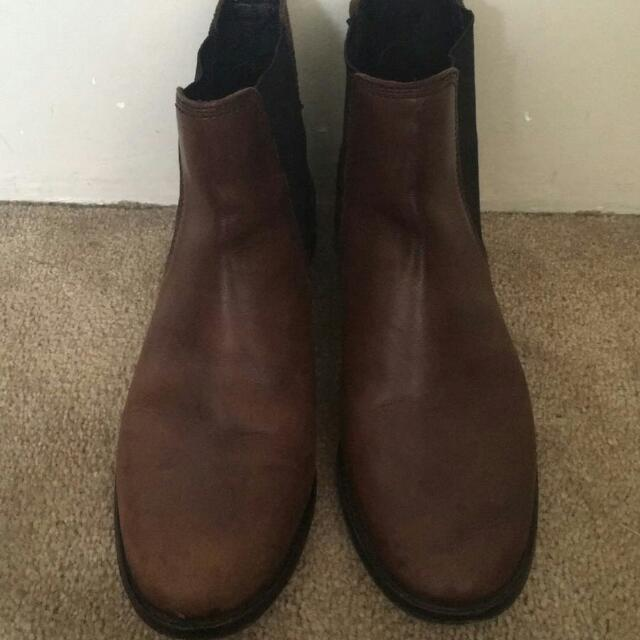 Seed Leather Boots Size 9