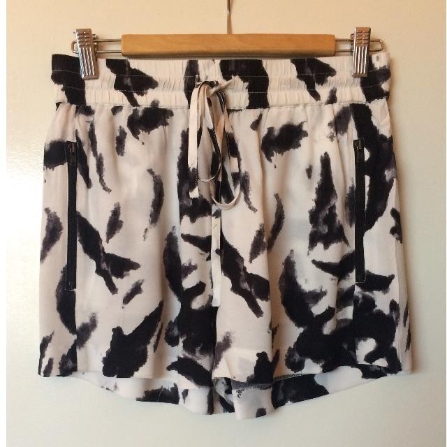 Storm raven print shorts