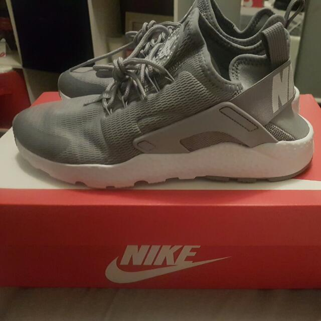 Women's Size 7.5 Nike Huarache Run Ultra