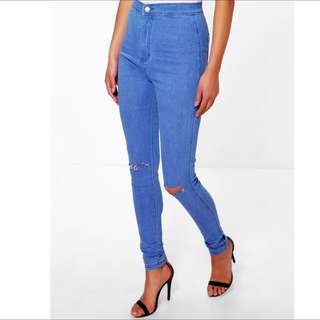 Brand New Boohoo skinny High Waisted Jeans With Knee Rip With Tags