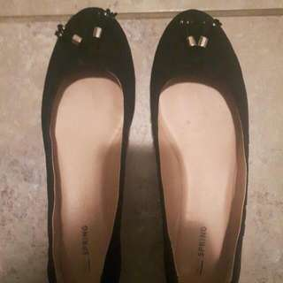 Women's Size 9 Black And Gold Flats