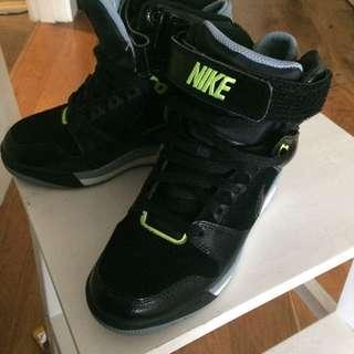 Nike Wedges Sz 6