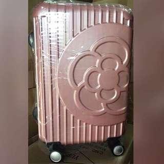香奈兒 Clathas 經典山茶花立體壓紋行李箱