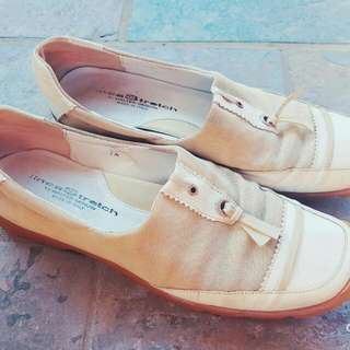Walter Genuin Beige LineaStretch Womens Shoes Size 7.5