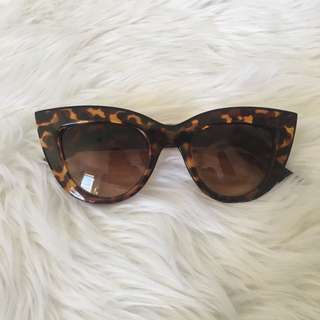 ✨CAT EYE TORTOISESHELL SUNNIES✨
