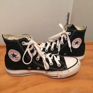 Black& White Converse
