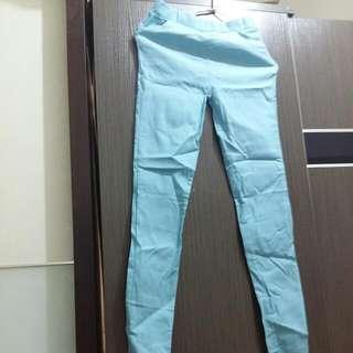 粉藍色鉛筆褲