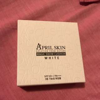 April Skin Magic Snow Cushion