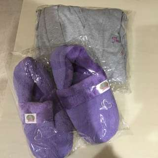 $10!! BN Bathrobe And Bedroom Slippers!!!