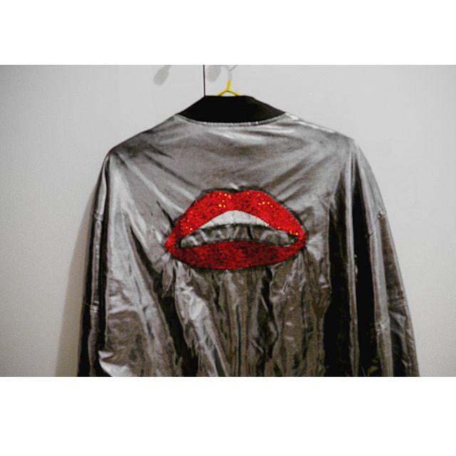 背後紅唇銀科技未來感紅唇亮片夾克外套 嘻哈 搖滾