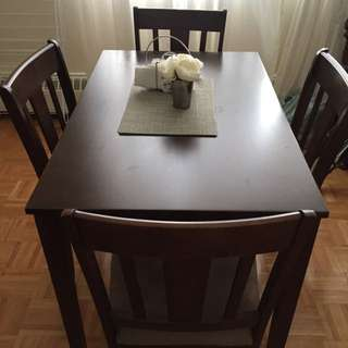 *RESERVED* Dinning Table With Chairs