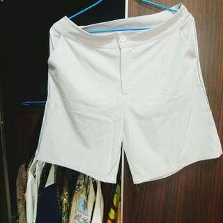 灰白色五分西裝褲