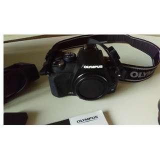 Olympus EVOLT E-420 DSLR Camera Kit w/ 40-150mm & 14-42mm lenses + extras