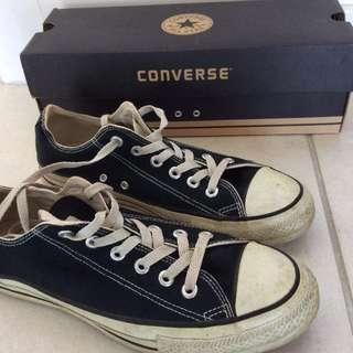 Converse shoes size 8