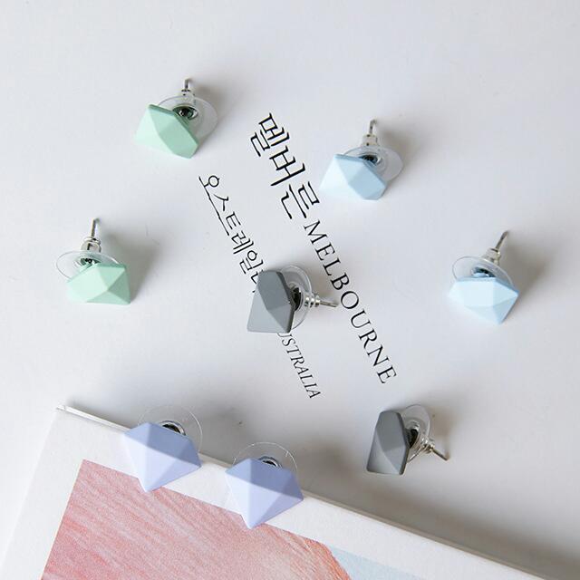 韓版可愛彩色鑽石磨砂耳環