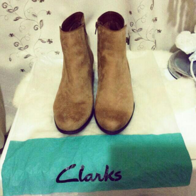 英國 Clark  真皮駝色短靴