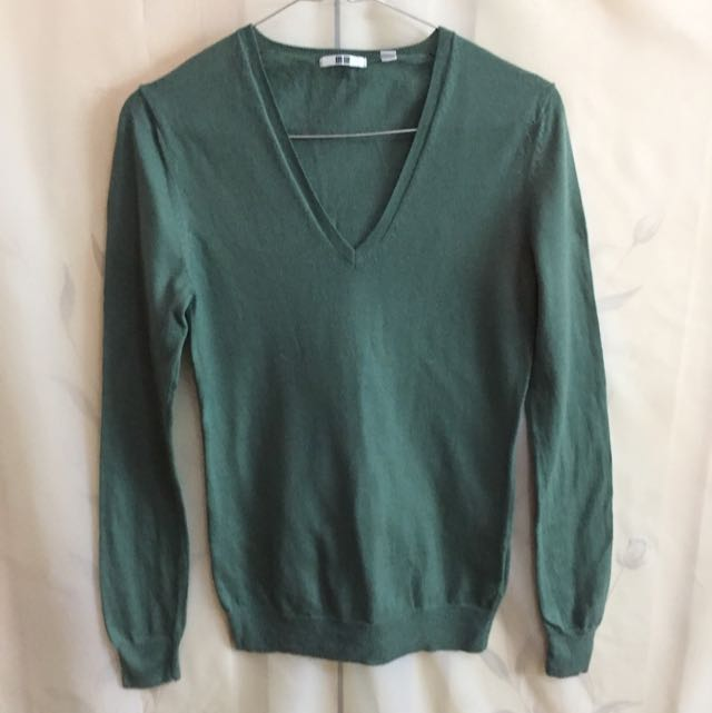 Green Sweater Uniqlo