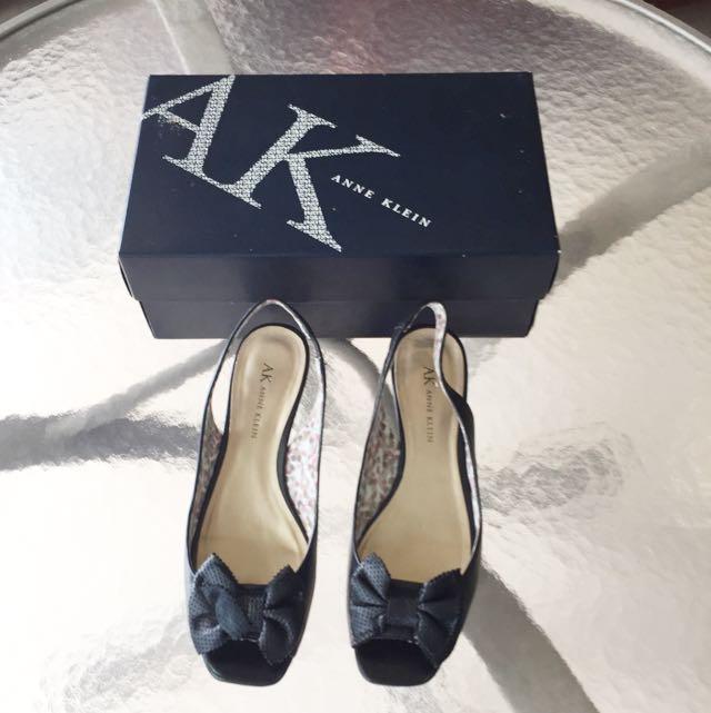 """Ladies """"Anne Klein"""" size-6.5 black sandals"""