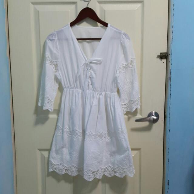 V領野餐風蕾絲純白洋裝