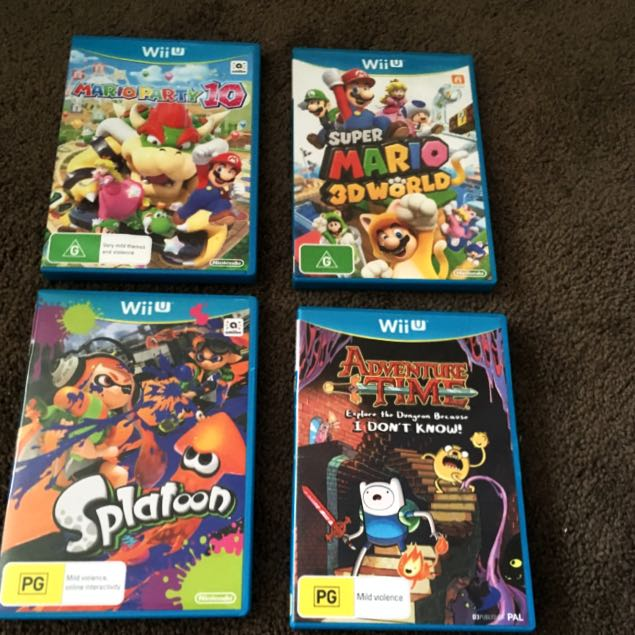 WiiU Console, Games and 2 Controllers