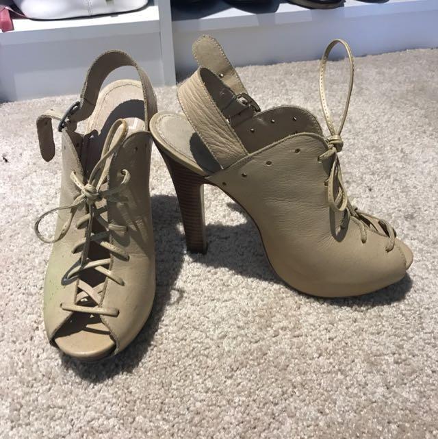 Zu Tie Up Shoes Size 7.5