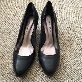 Annapelle Woman's Court Shoes