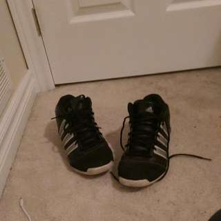 I Am Selling A Pair Of Old Basketball shoes
