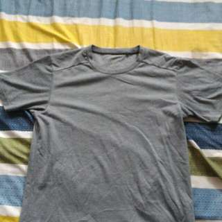 Uniqlo 灰色短T-shirt M號