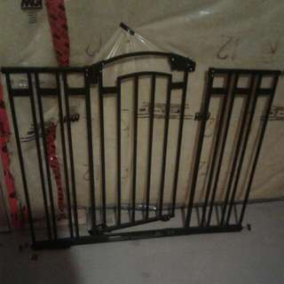 Adjustable Baby Gate with Swinging Door