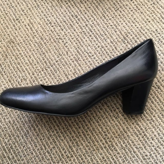 Annapelle Woman's Court Shoes