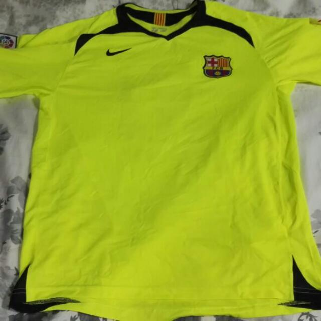 a905cc8261a Nike Barcelona Ronaldinho Jersey L, Sports, Athletic & Sports Clothing on  Carousell
