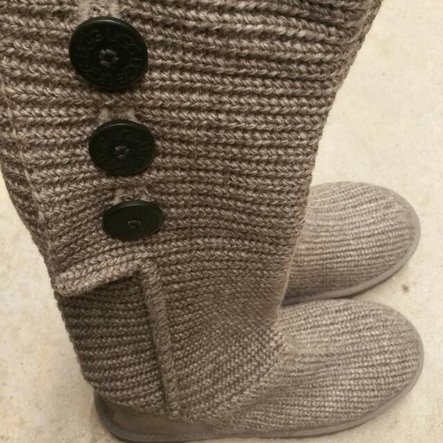 GREY CLASSIC CARDY UGG BOOTS size 8