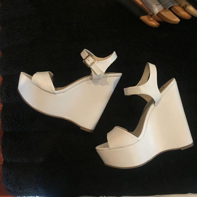 LIPSTIK White Wedges - Size 8