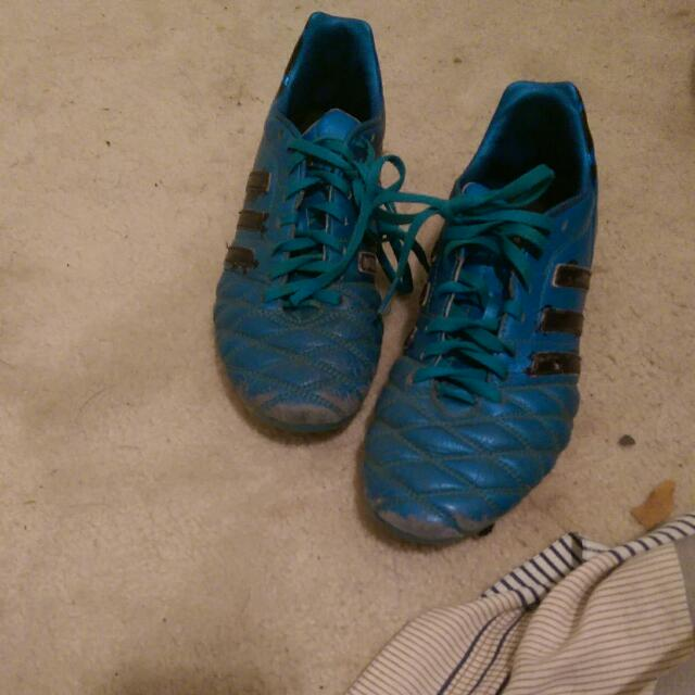 selling A Pair Of Adidas Soocer Cleats