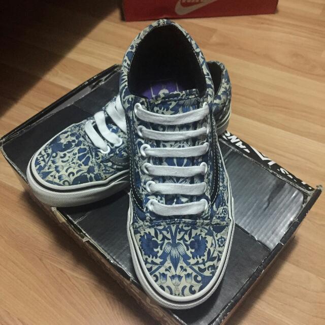 5b09d0ccf5 Vans Shoes US Size 5 For Women