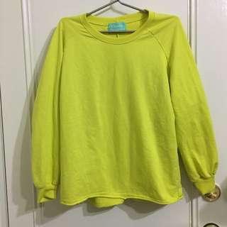 芥黃色上衣
