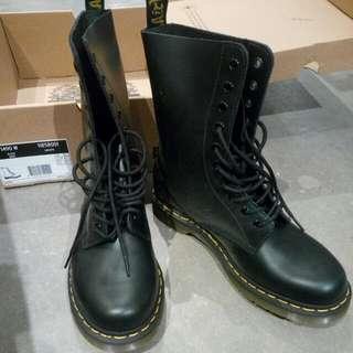 BNIB Doc martens Size 9, Style 1490