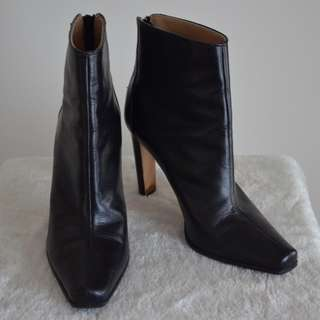 *PRICE REDUCED* Manolo Blahnik Ankle Boots Size 39 1/2 $120