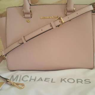PRICE DROP!!!Authentic Medium Selma Michael Kors