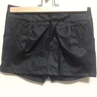 Double Pockets Black Shorts